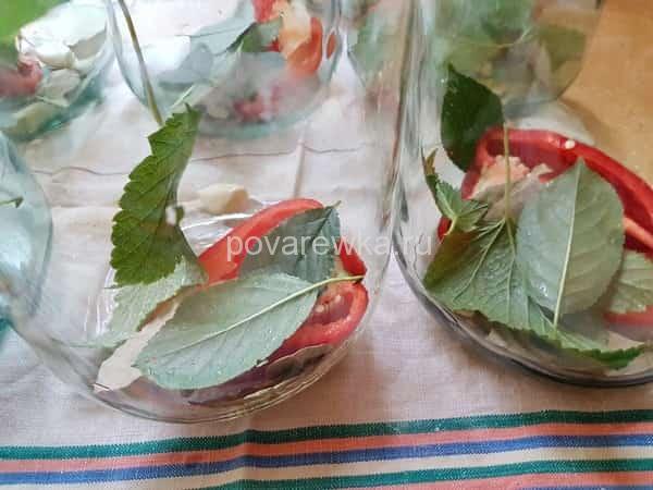 Маринованные помидоры с болгарским перцем