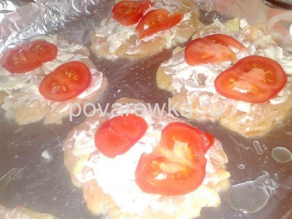 Отбивные из куриной грудки с сыром и помидорами