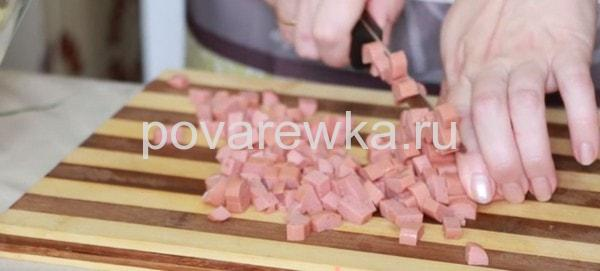 Окрошка на кефире с колбасой