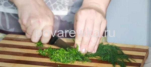Окрошка на кефире с зеленью