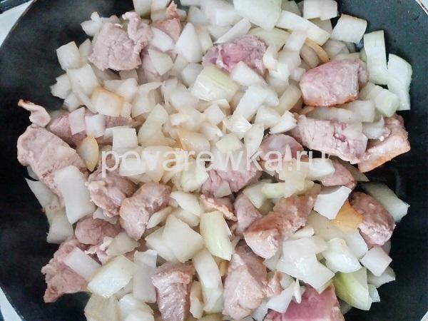 Гуляш из говядины с подливкой без томатной пасты