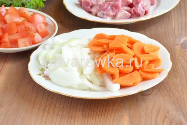 Морковь и лук для свинины в банке