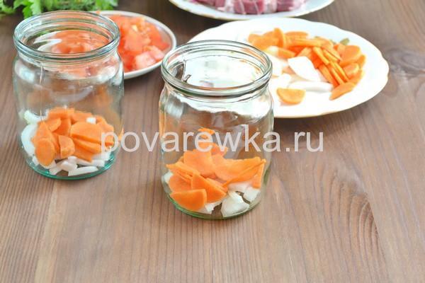 Морковь и лук в банке