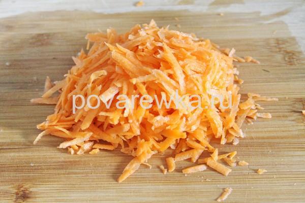 Тушеная капуста с мясом и морковью