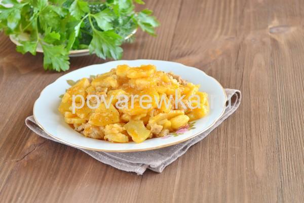 Тушеная картошка с курицей на сковороде