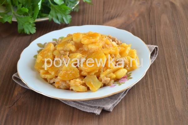 Тушеный картофель с курицей на сковороде