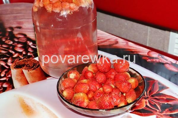 Клубничный компот из свежей клубники