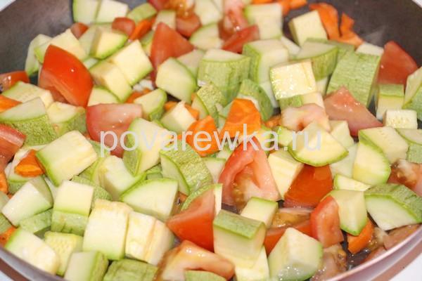 Овощное рагу с кабачками и картошкой на сковороде: рецепт