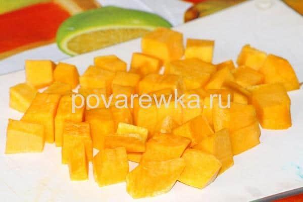 Овощное рагу с кабачками и картошкой на сковороде с тыквой