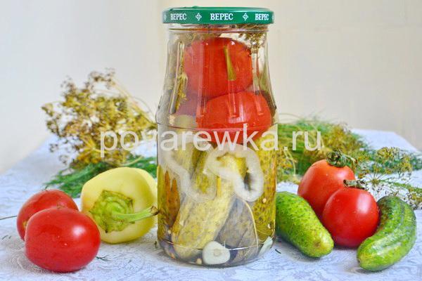 Ассорти из огурцов и помидорами на зиму