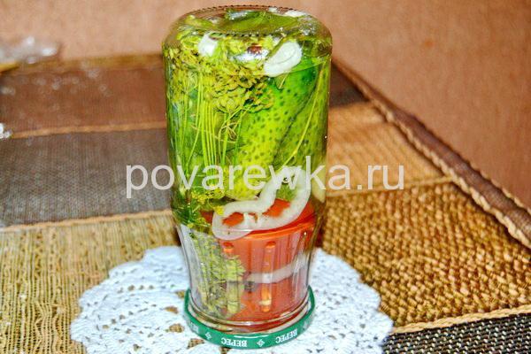 Ассорти из огурцов, помидор и болгарского перца на зиму с горчицей