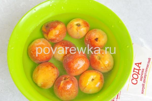 Компот из персиков без косточек
