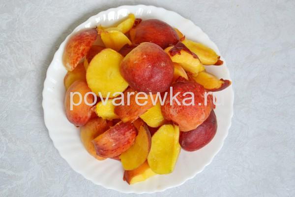 Компот из персиков на зиму дольками