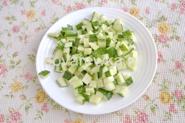Салат из огурцов кубиками
