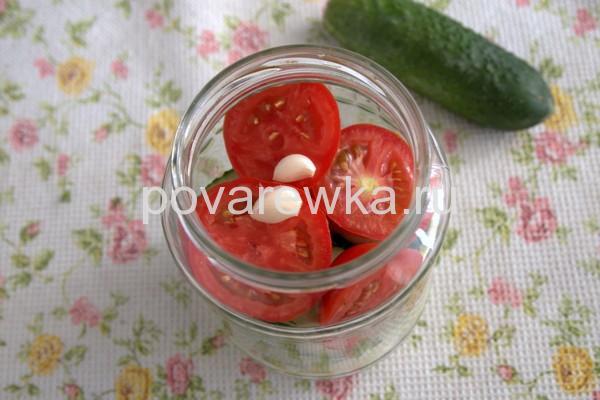 Чеснок для салата из овощей на зиму в банке