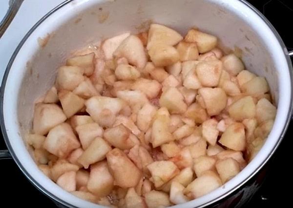 Яблочное пюре на зиму со сливками