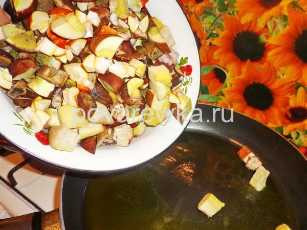 Жульен на сковороде с грибами