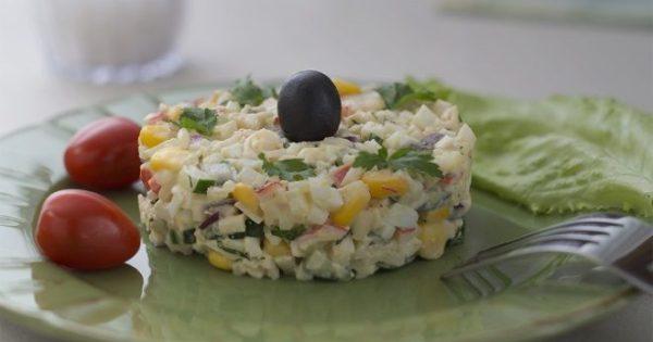 Крабовый салат с сыром на Новый год 2019