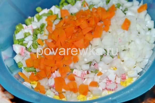 Крабовый салат с морковью