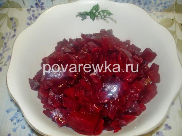 Салат винегрет со свеклой и квашеной капустой
