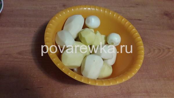 Индейка в духовке сочная и мягкая с картошкой и луком