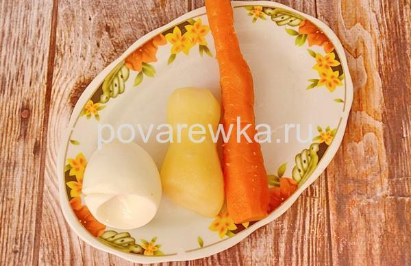 Салаты на Новый год 2019 в виде Свиньи с картофелем и морковью