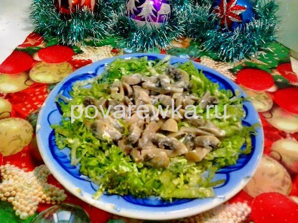 Салат с курицей и грибами: классический простой рецепт слоями