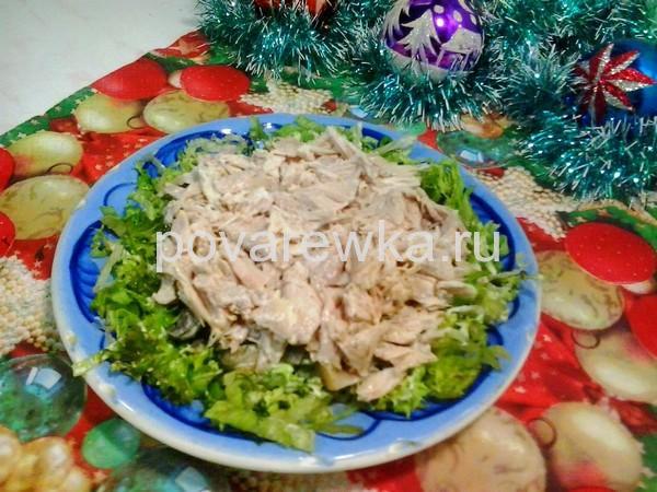 Салат с курицей и грибами: классический простой рецепт с шампиньонами