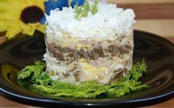 Салат с курицей и грибами: классический простой рецепт с фото