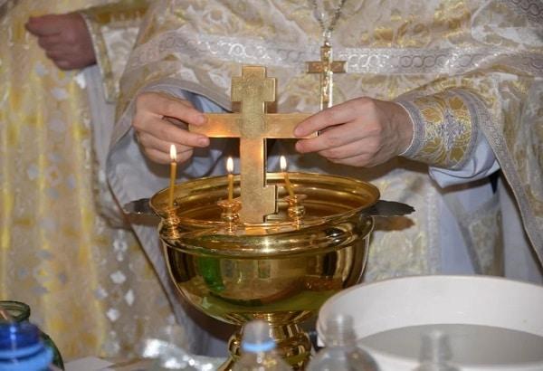 Крещенская вода: когда набирать в 2019 году