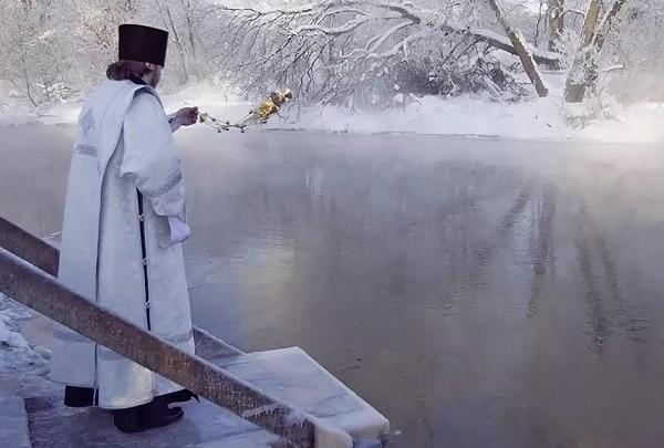 Крещение 2019: какого числа, традиции, святая вода