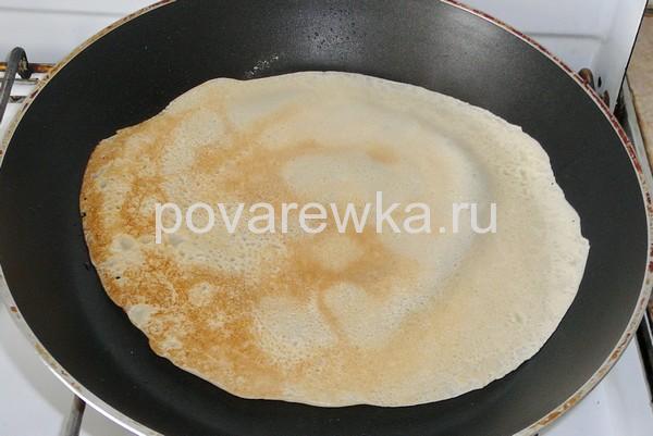 Блины на молоке тонкие с дырочками: рецепт на сковороде