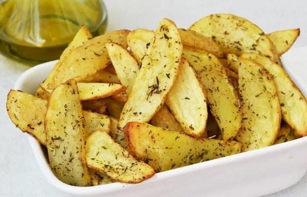Утка с яблоками в духовке: картошка
