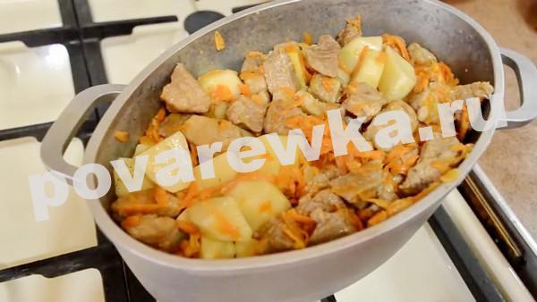 жаркое по домашнему из свинины с картошкой в сотейнике