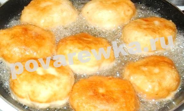 Беляши с мясом: очень вкусный домашний рецепт на сковороде