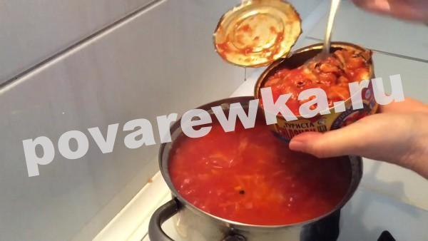 Постный борщ с фасолью и килькой в томате
