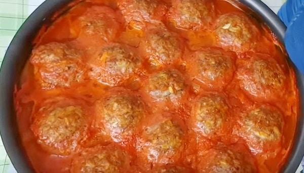 Тефтели с подливкой на сковороде в томате
