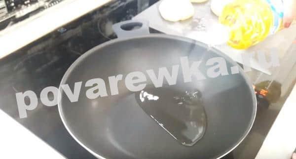 Беляши с мясным фаршем на сковороде