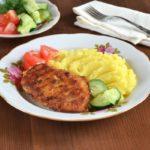Отбивные из куриного филе в кляре на сковороде: рецепт с фото