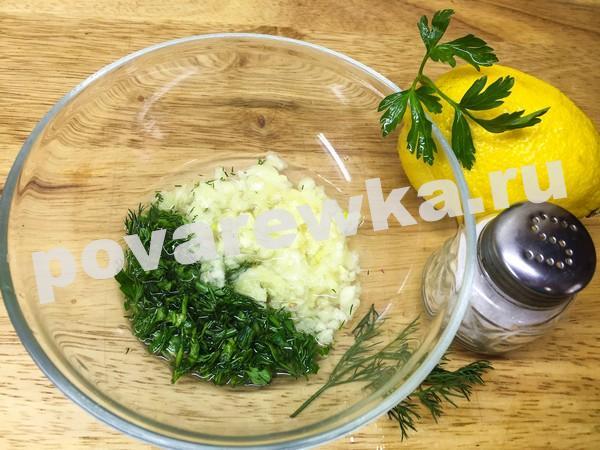 Цыпленок табака в духовке: лимонный соус с чесноком