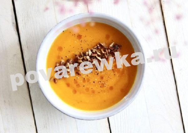 Суп-пюре из тыквы с помидорами и чесноком
