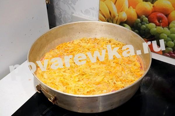 Фарш рис и капуста слоями в кастрюле