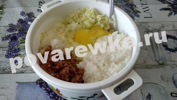 Фарш мясной с рисом яйцом и капустой