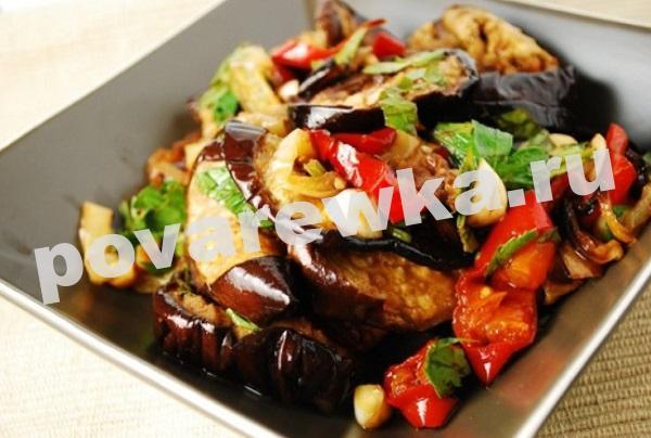 Жареные баклажаны с овощами кружочками