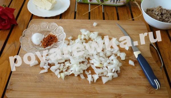 Запеканка из баклажанов с помидорами, луком и сыром в духовке