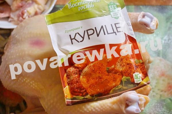Курица в духовке с картошкой: со специями