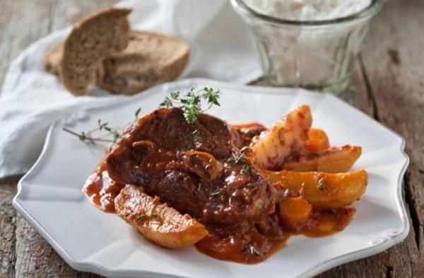 Картошка с мясом в духовке: рецепт со сливками