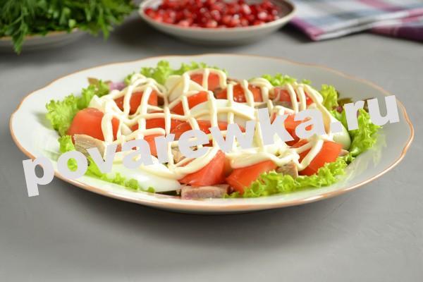 Мясной салатик с помидорами и майонезом