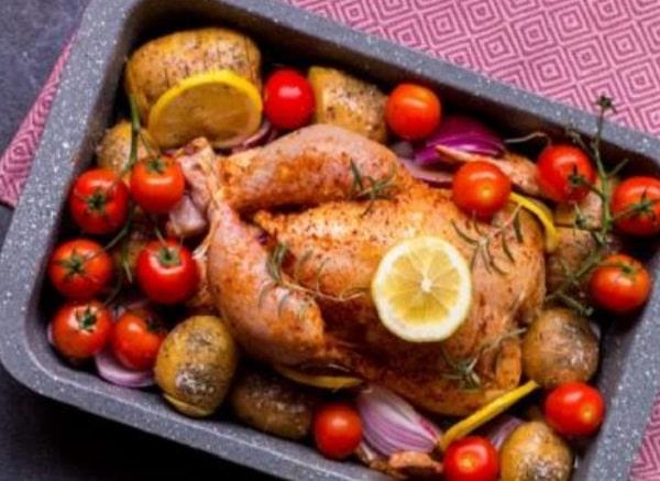 Курица в духовке целиком с хрустящей корочкой - 14 самых вкусных рецептов
