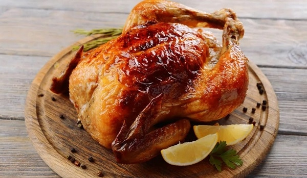 Запеченная курица в духовке целиком